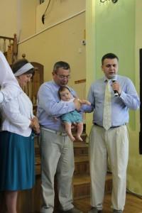 Чому батьки приносять своїх діток на молитву